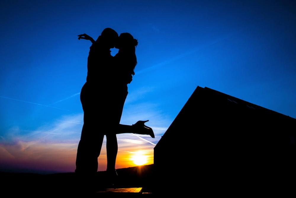Snoubencí a modrá obloha