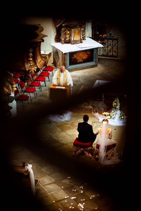 Svatba v kostele.