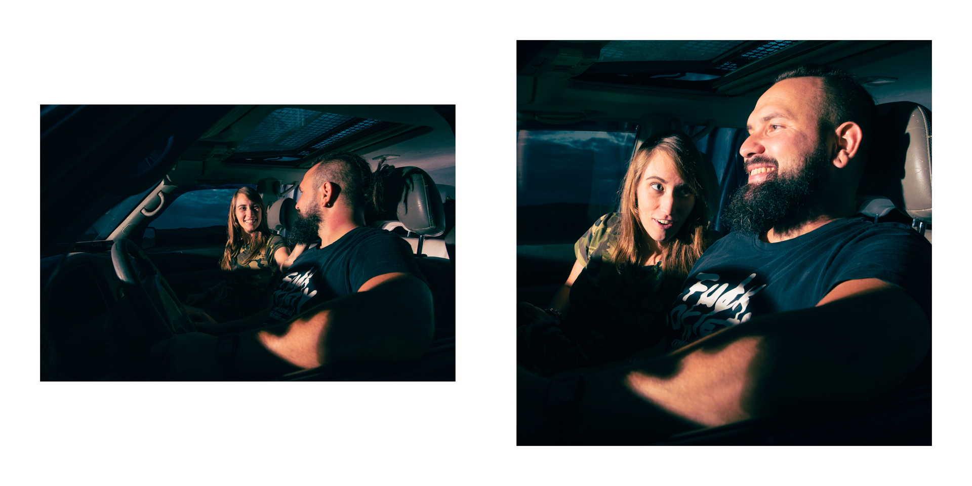 Dvojice ve autě.